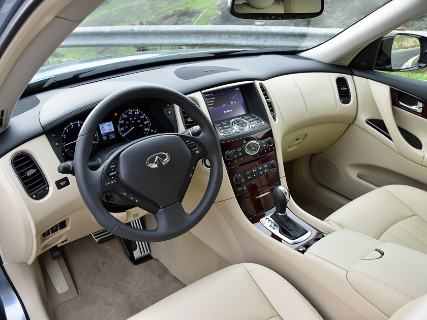 2017 Infiniti QX50 interior and dashboard