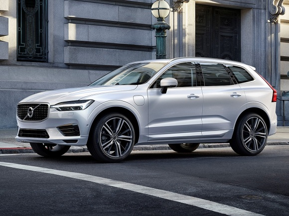 2018 Volvo XC60 T8 Twin Engine Plug-in Hybrid in White