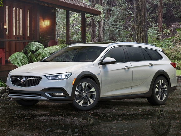 2018 Buick Regal TourX in White