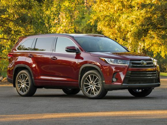 2017 Toyota Highlander SE in Red