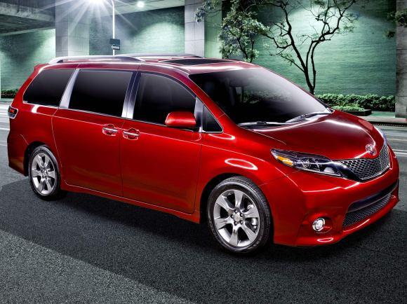 2017 Toyota Sienna SE in Red